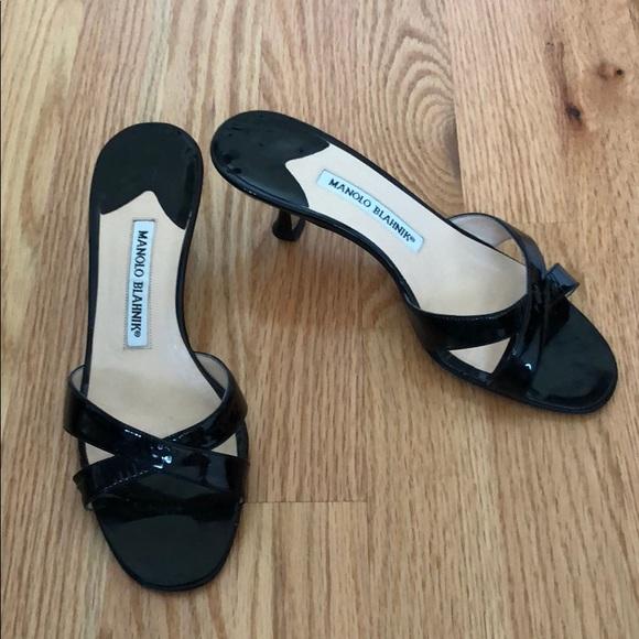 ee1da2dc5a5 ⭐️SALE⭐️Manolo Blahnik black patent kitten heels. M 5b8ef4751b16db5802d19217